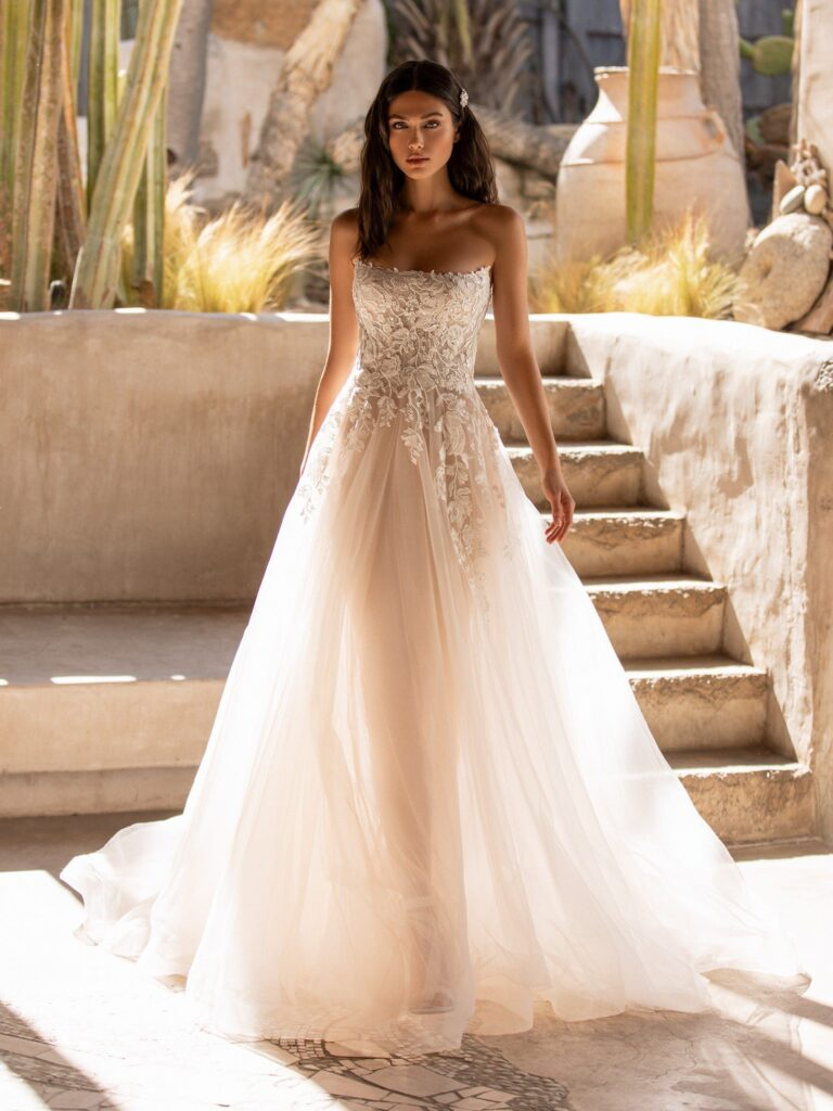 Ostro Sleeveless Wedding Dress by Pronovias